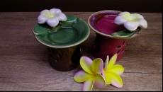 aroma lampa s jednoduchým květinovým dekorem