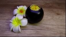 svícen z mangového dřeva na čajovou svíčku