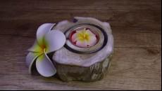 originální svícen z naplaveného teakového dřeva kulatý